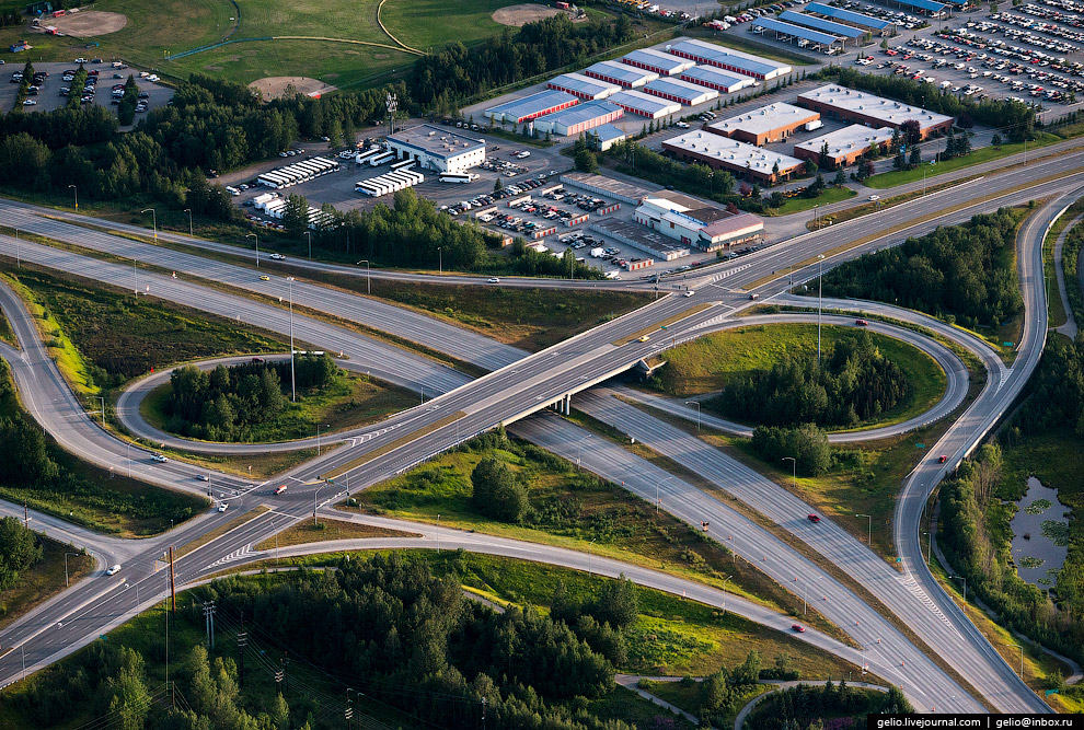 Дорожная развязка на пересечении Minnesota Drive и West International Airport Road.