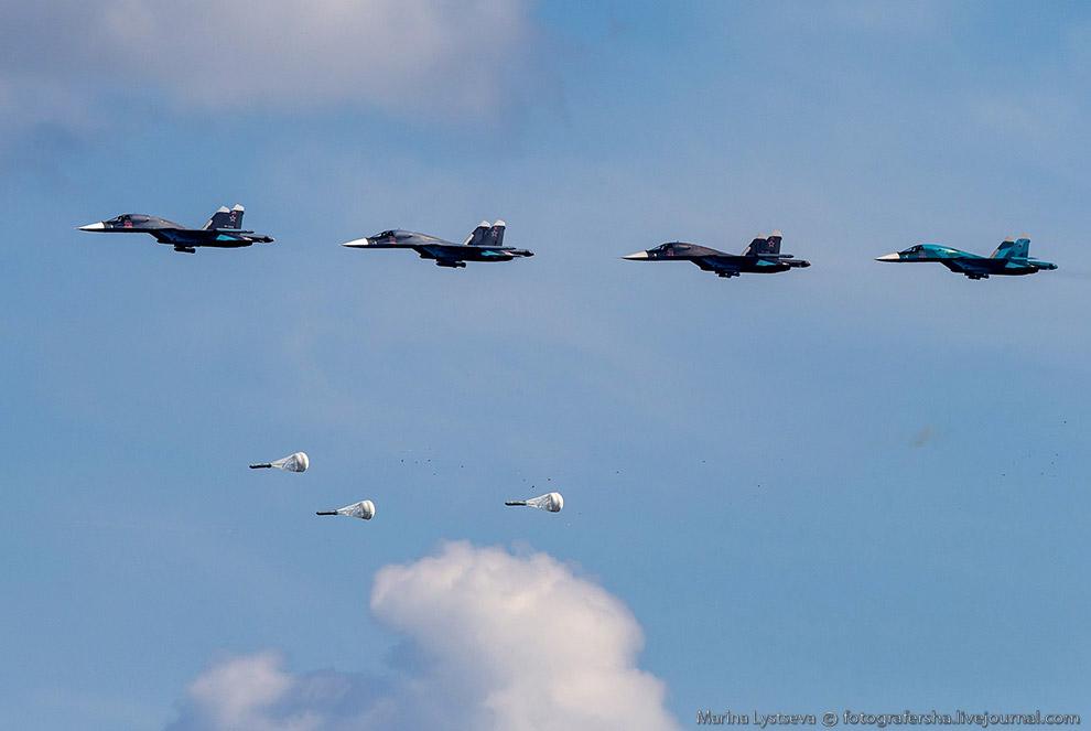Нанесение удара по позиции ЗРК бомбардировщиками Су-34