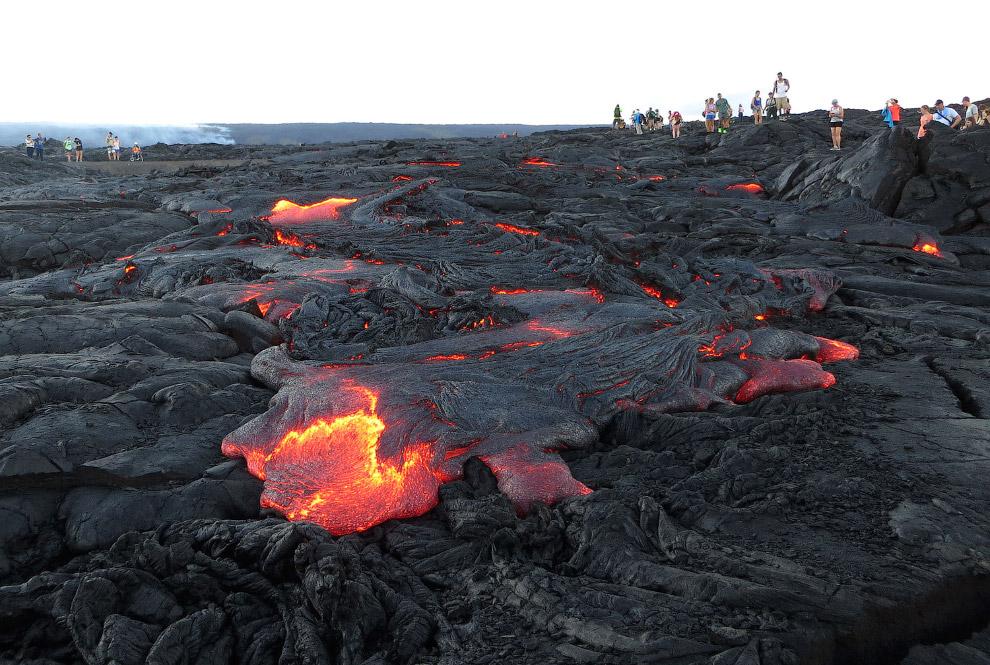 Поток лавы на южном склоне вулкана Килауэа