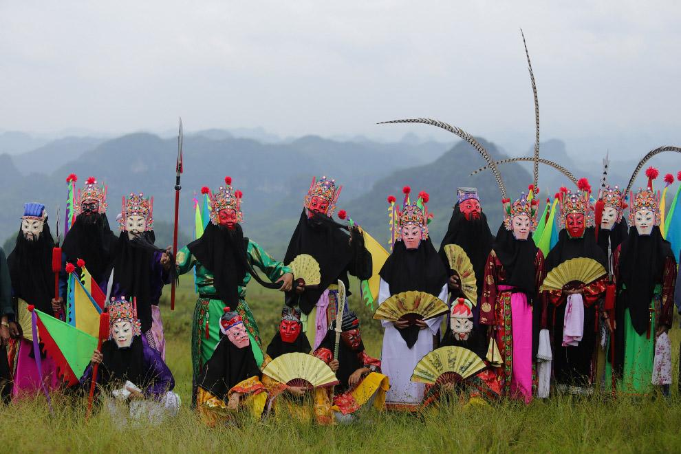 Празднование начала осени по лунному календарю, провинция Гуйчжоу, Китай