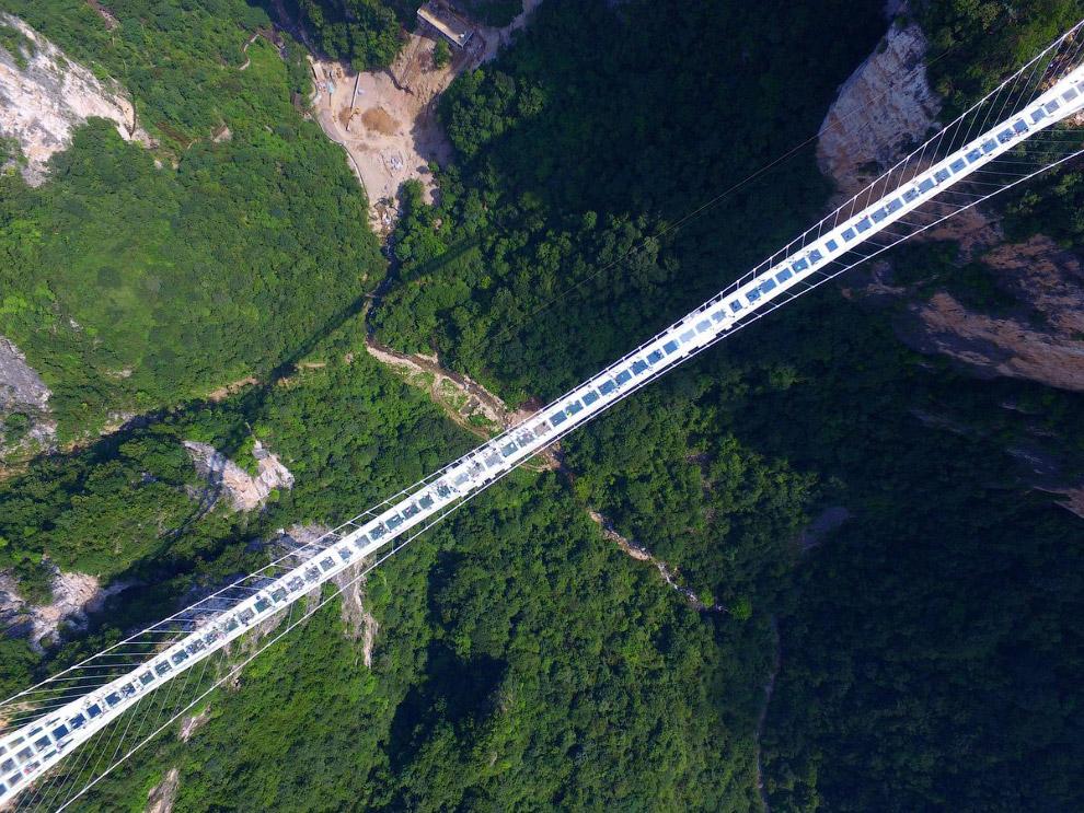 самый длинный и высокий в мире стеклянный мост