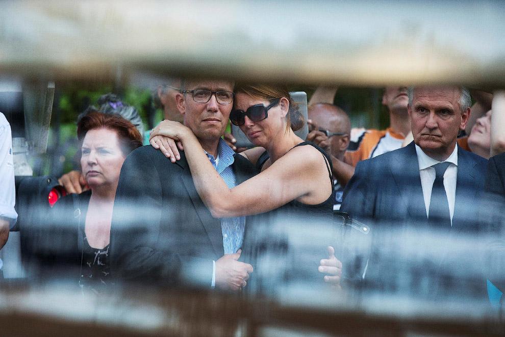 Члены семей погибших в Хилверсюме