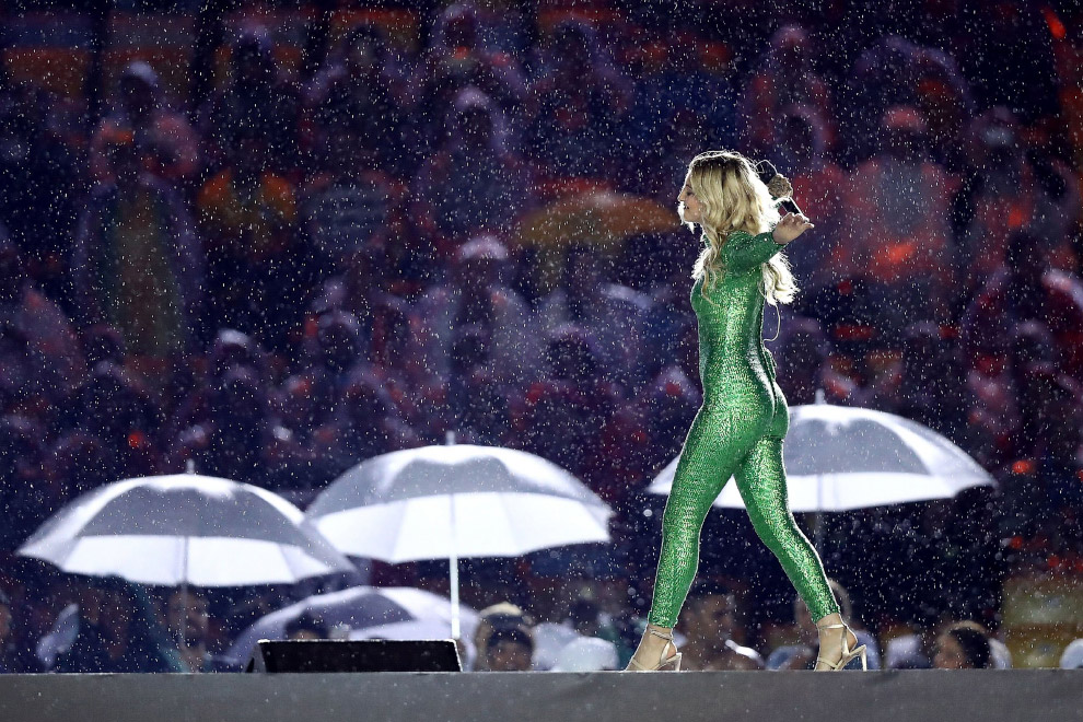 Церемония закрытия XXXI летних Олимпийских игр проходила под проливным дождем