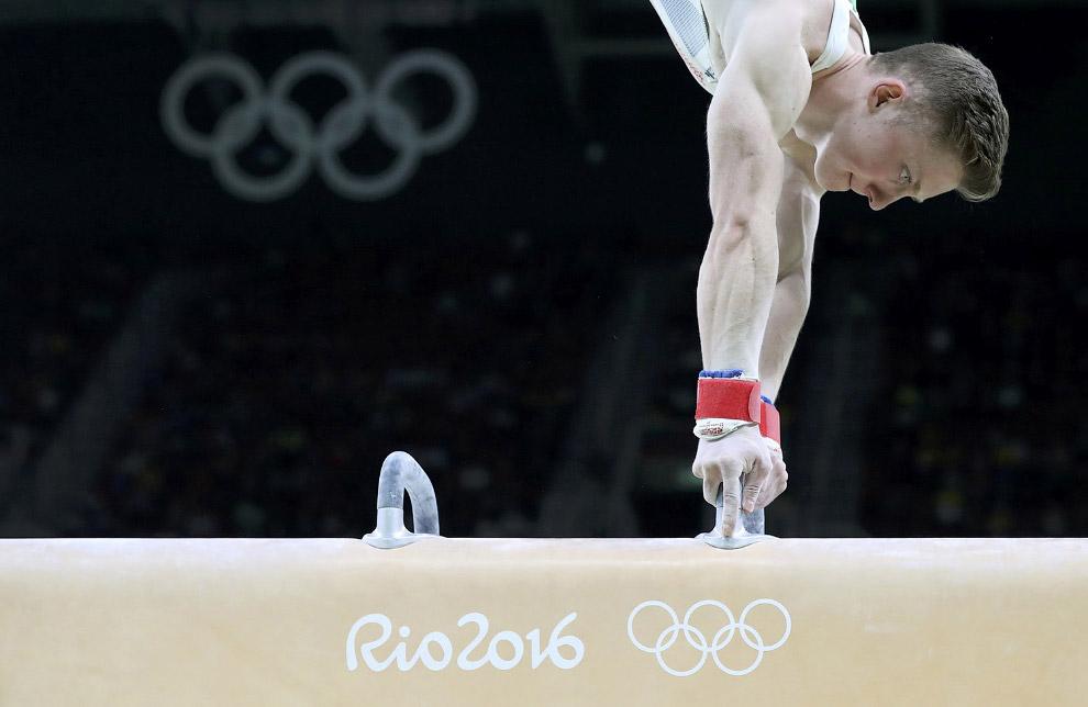Спортивная гимнастика. На снаряде Нил Уилсон из Англии