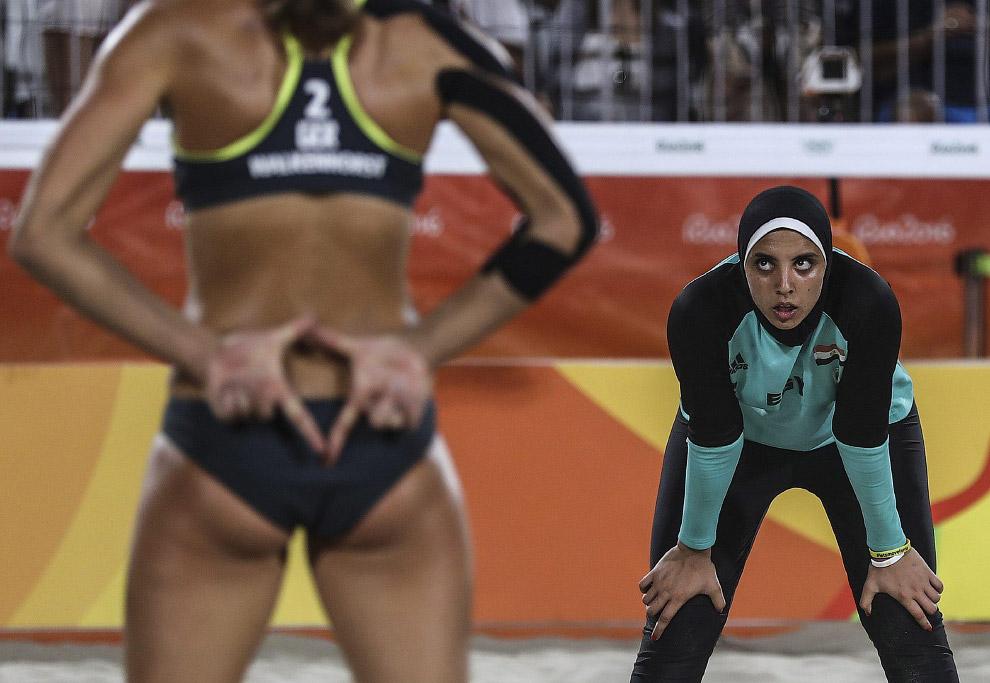 Пляжный волейбол. Играют женские команды Германии и Египта