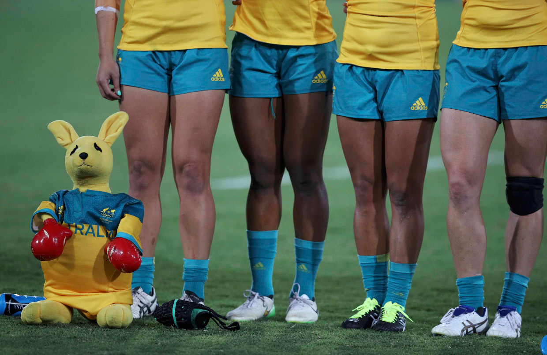 Талисман-кенгуру. Женский матч по регби между Австралией и Новой Зеландией