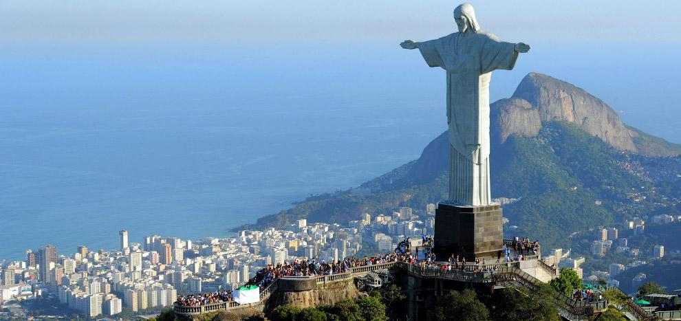 Знаменитая статуя Иисуса Христа