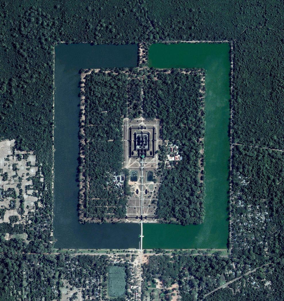 Гигантский храмовый комплекс Ангкор-Ват в Камбодже