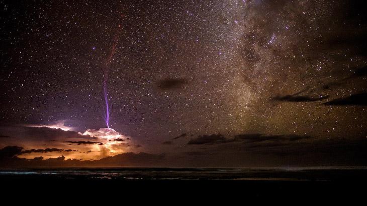 Молнии и звездное небо
