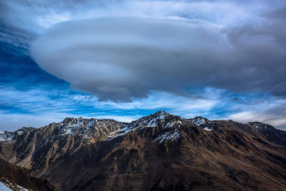 НЛО над горой Чегет на Кавказе