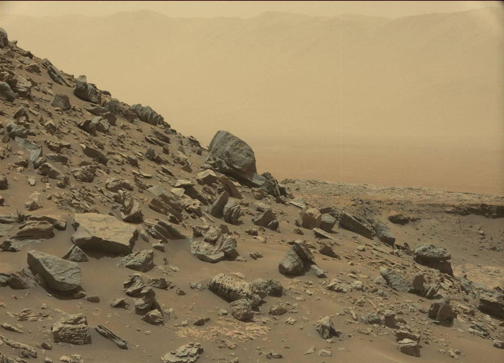 Внизу горы Шарп на Марсе