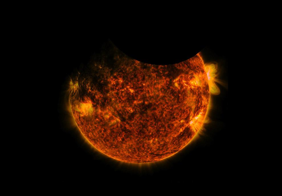 Двойное затмение — совместное прохождение Луны и Земли по диску Солнца
