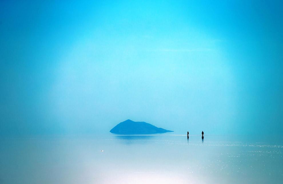 Бессточное солёное озеро У́рмия