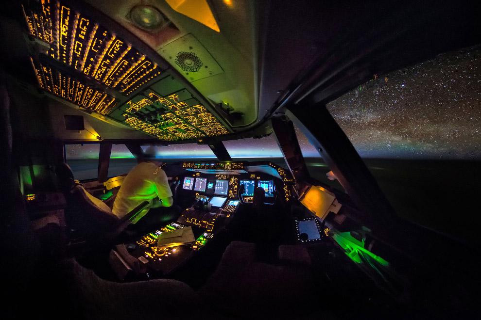 С такого ракурса кабина самолета выглядит, как кабина космического корабля