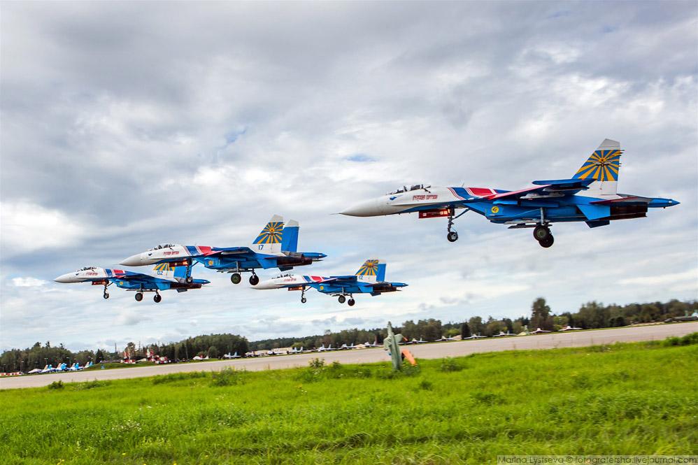 «Русские витязи» взлетают четверкой
