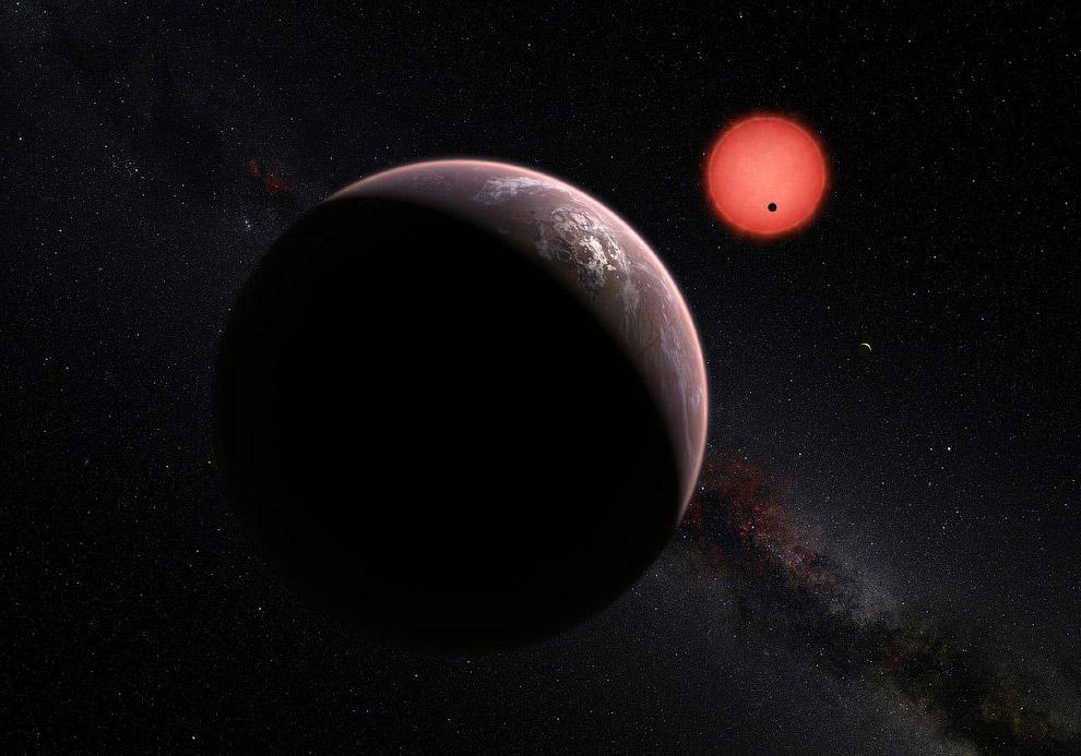 Воображаемый вид трех планет, вращающихся вокруг холодного «карлика»