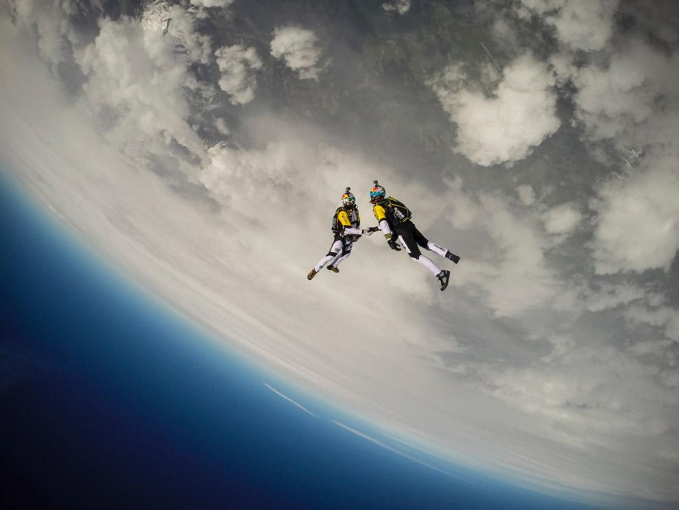 Соревнования по прыжкам с парашютом с высоты 10 км над Монбланом в Австрии