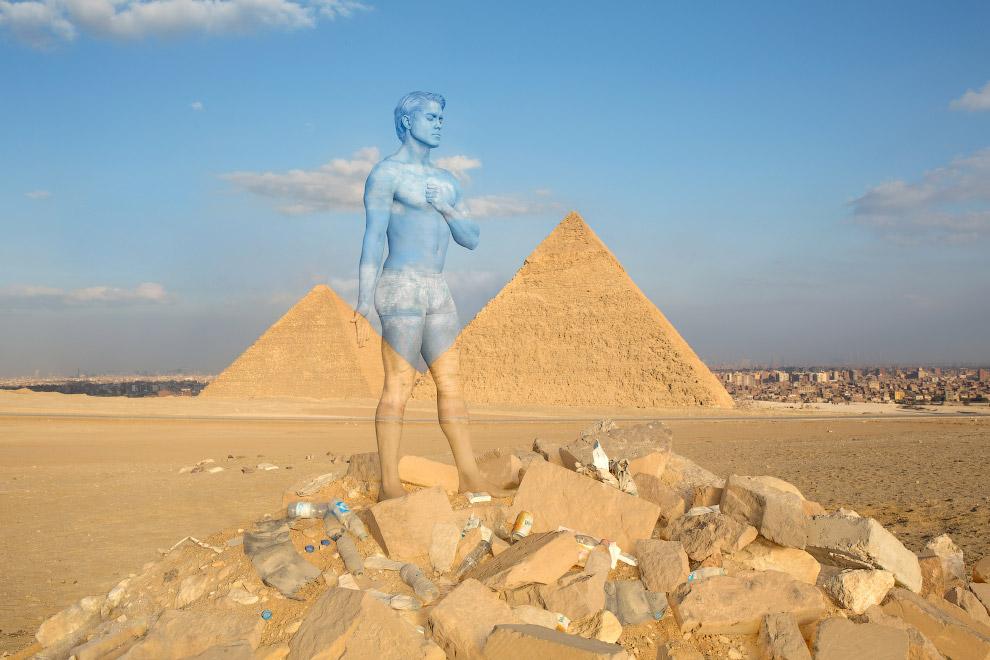 Комплекс пирамид в Гизе — комплекс древних памятников на плато Гиза в пригороде Каира, современной столицы Египта.