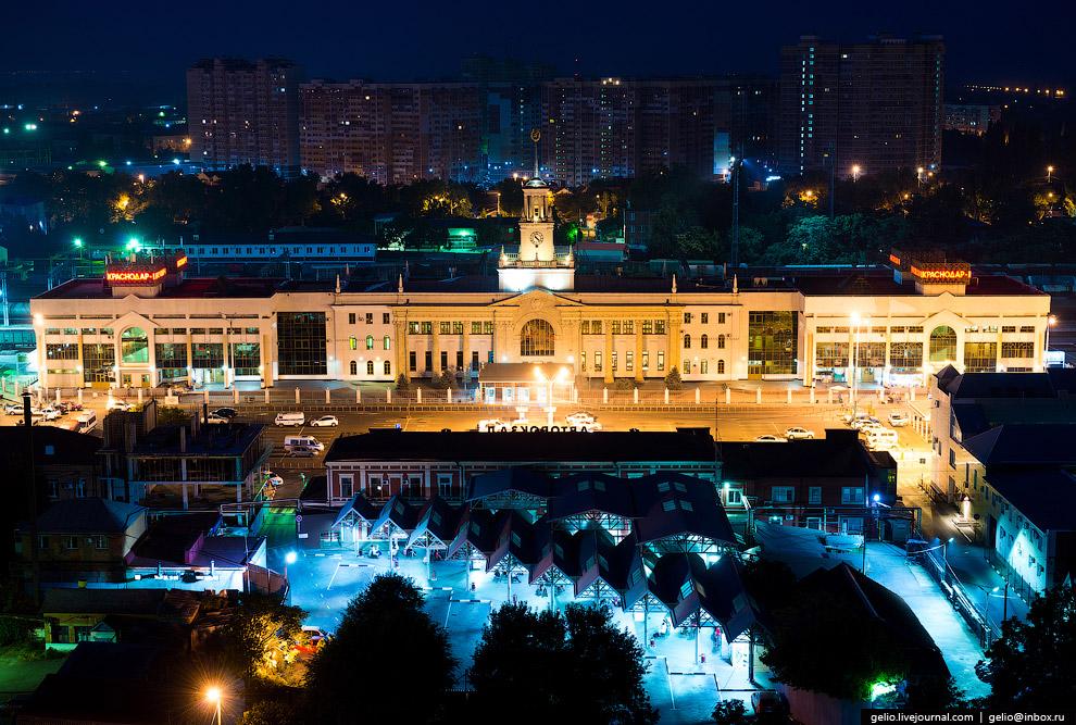 Железнодорожный вокзал и автовокзал Краснодара.