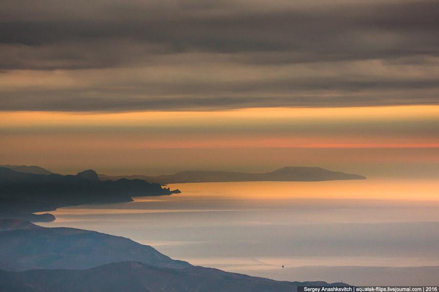 Рассвет над полуостровом Меганом