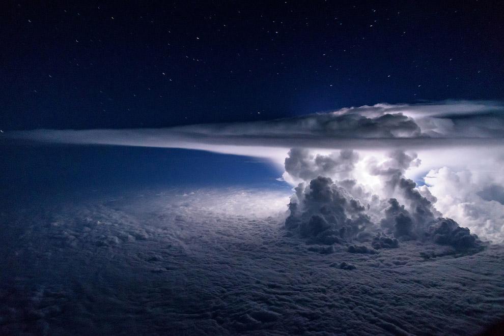 Шторм над Тихим океаном