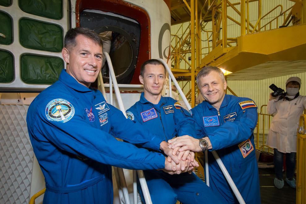 Космос вне политики. Российские космонавты Сергей Рыжиков, Андрей Борисенко и американский астронавт Роберт Шейн Кимброу