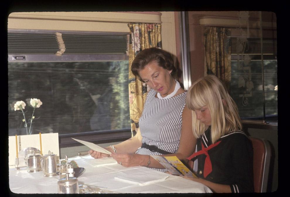 Поездка на пассажирском поезде California Zephyr из Калифорнии в Иллинойс, 1965 год.