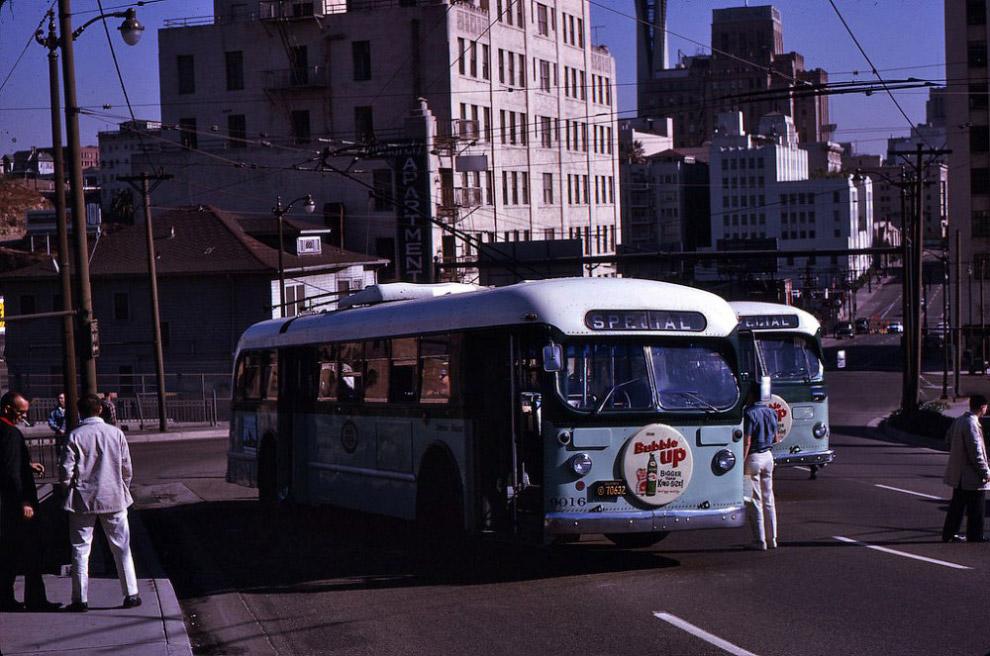 Троллейбусы на улице Лос-Анджелеса, 1963 год.