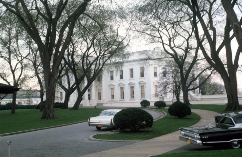 Biały Dom podczas prezydentury Dzhona Kennedi, w kwietniu 1963 roku.
