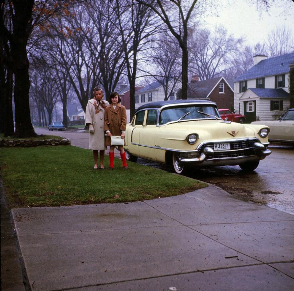 Обновление автопарка. Это осень 1964-го года.