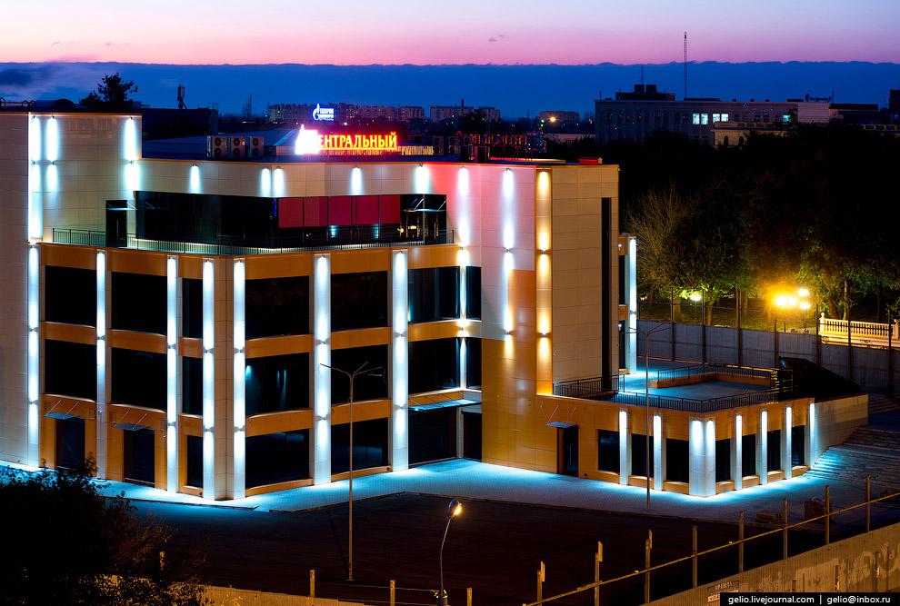 Торгово-развлекательный центр «Центральный». Он же Астраханский центральный универмаг.