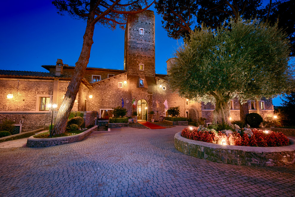 средневековый замок Кастеллучча на окраине Рима