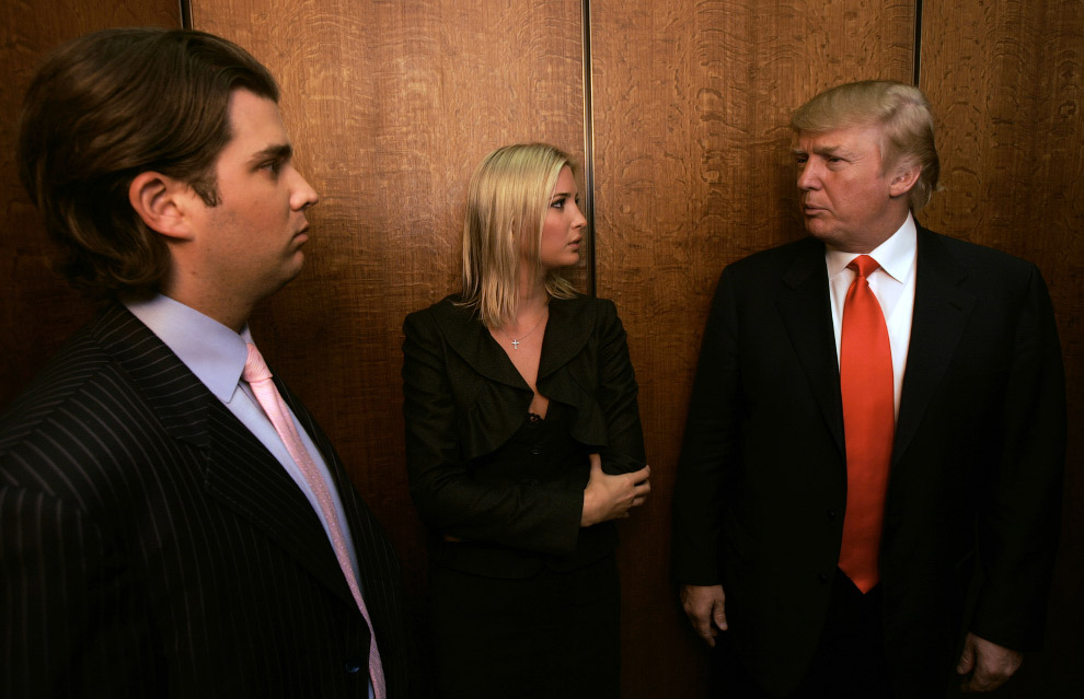 Дональд Трамп с детьми в лифте небоскреба в Чикаго