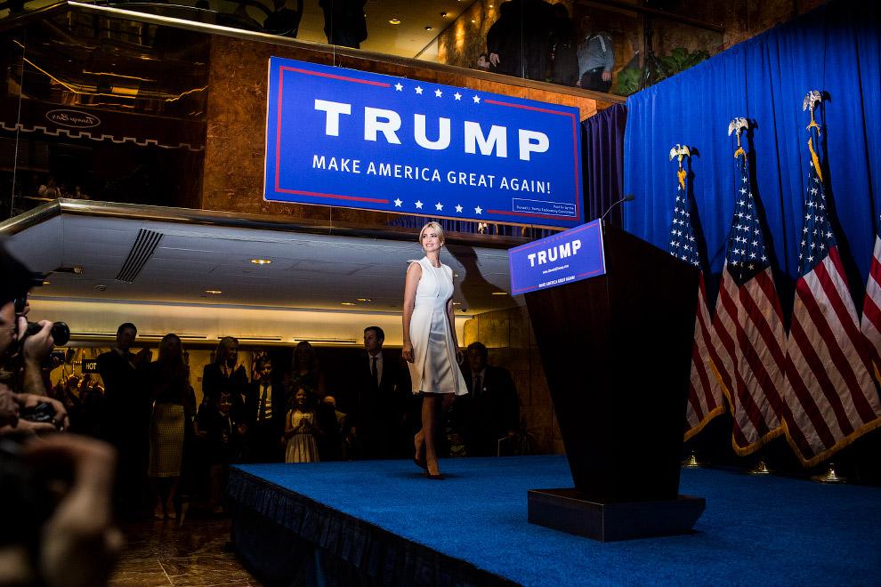 Иванка Трамп прибыла на пресс-конференции, где ее отец Дональд Трамп выдвинул свою кандидатуру на пост президента США