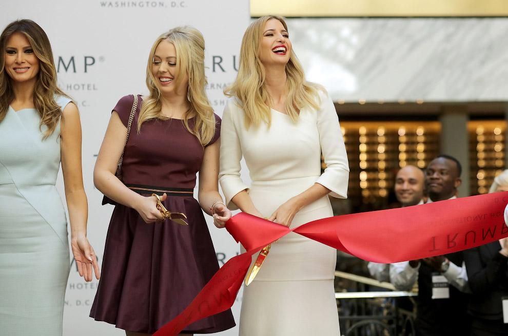 Там же. Жена Трампа Мелания Трамп и дочери Тиффани и Иванка