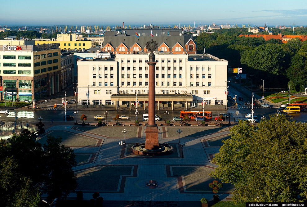 Триумфальная колонна и мэрия Калининграда