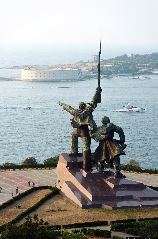 Мемориал «Солдат и матрос» на мысе Хрустальный