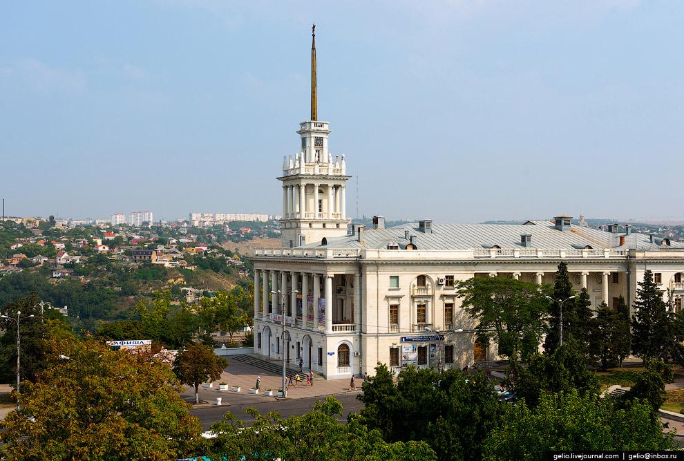Театр Черноморского Флота РФ имени Б.А.Лавренева в здании Матросского клуба