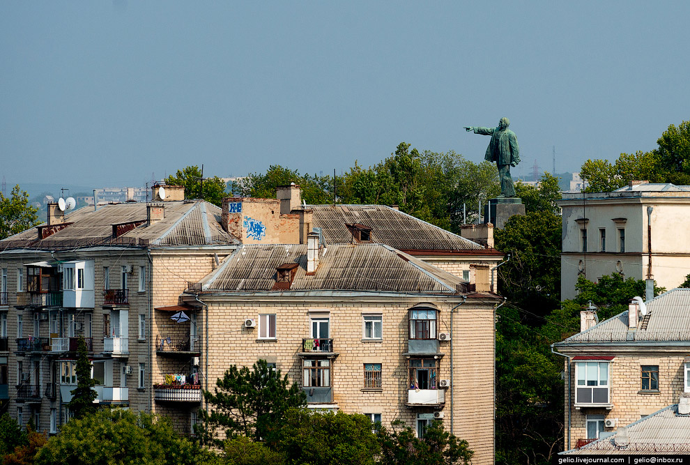 Памятник Ленину на вершине Центрального городского холма