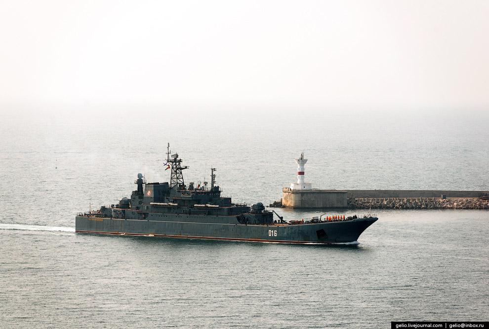 В Севастополе расположена главная военно-морская база Черноморского флота Российской Федерации