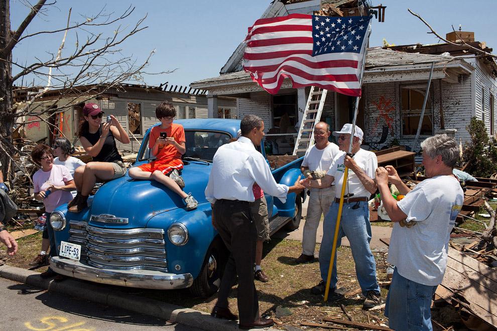 Общение с выжившими после торнадо, штат Миссури