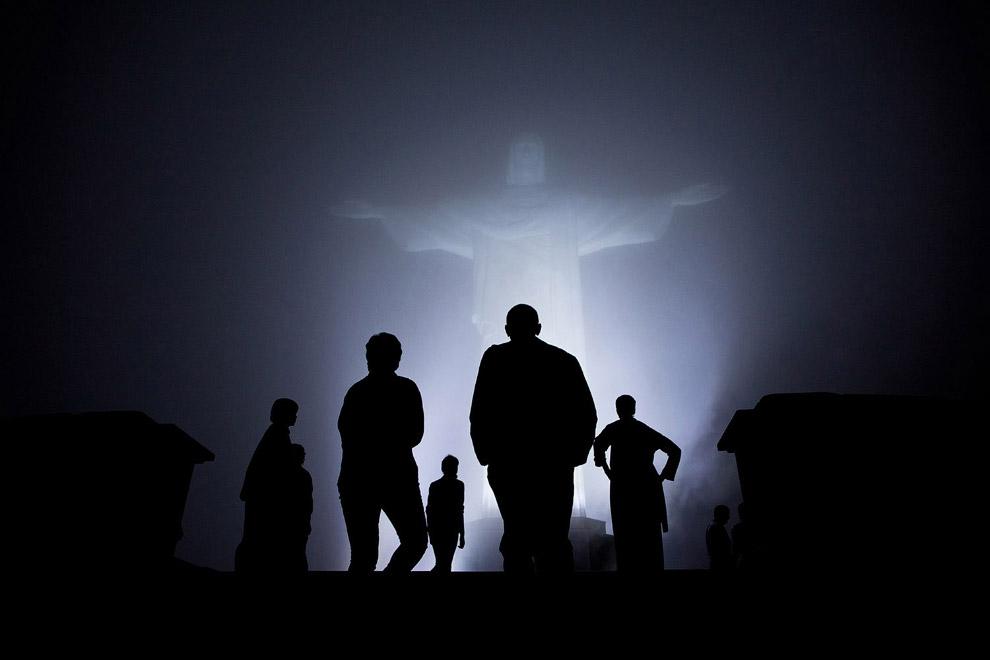 Семья Обамы и статуя Христа-Искупителя в Рио-де-Жанейро