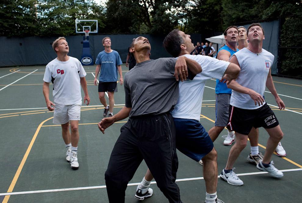 Игра в баскетбол на площадке Белого дома