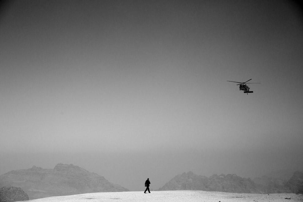 Обама и вертолет возле Петры, Иордания