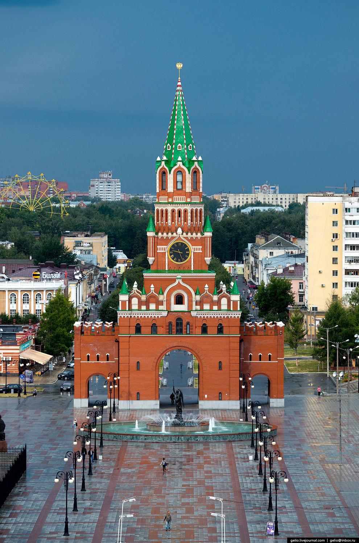 Благовещенская башня на площади Республики и Пресвятой Девы Марии была открыта в июне 2011 года. Её высота 53 метра.