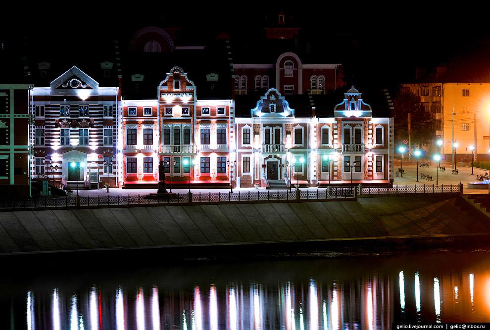 Набережная Амстердам. Памятник Рембрандту и Дом творческих союзов.