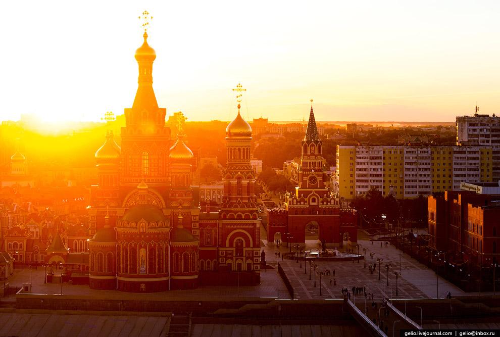 Площадь Республики и Пресвятой Девы Марии.