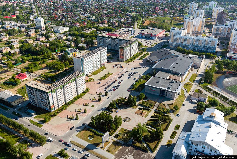Сквер с фонтаном на ул. Орджоникидзе.