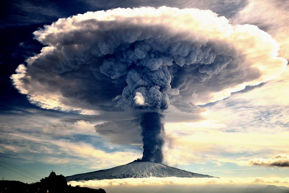 Извержение вулкана Этна в декабре 2015
