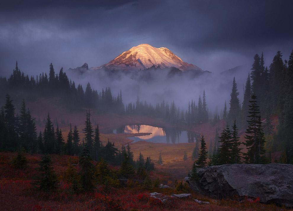 Восход на озере в штате Вашингтон